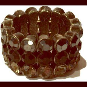 Jewelry - Stunning rhinestone ring